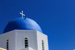 Santorinieiland in Griekenland - Koepel van klassieke kerk Stock Afbeelding
