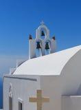Santorinieiland in Griekenland - Witte kerk op blauwe achtergrond Royalty-vrije Stock Afbeelding