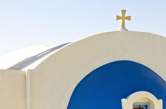 Santorinis kyrka fotografering för bildbyråer