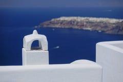Santorinischoorsteen en dak Stock Foto's