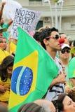 Santos, el Brasil - marzo, 15, 2015 - protestas en el Brasil Fotos de archivo