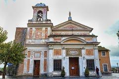 Santuário antigo de Madonna do amor Divine em uma Dinamarca chuvosa nebulosa imagens de stock