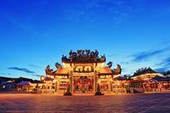 Santuário da coluna da cidade de Suphanburi durante o crepúsculo foto de stock
