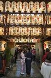 Santuário de Nishiki Tenmangu em Kyoto, Japão imagem de stock