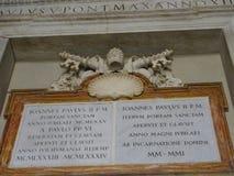 Santuário de Portum com selo papal na basílica do ` s de St Peter imagem de stock royalty free