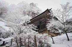 santuário do yamadera na queda de neve fotos de stock