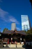 Santuário dos arranha-céus e do Kumano em Shinjuku Fotos de Stock Royalty Free