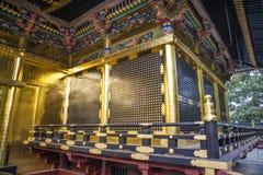 Santuário dourado de Toshogu no parque de Ueno, Tóquio - Japão imagens de stock royalty free
