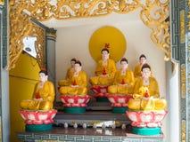 Santuário pequeno em um templo do isand de Phu Quoc, Vietname sul da Buda Fotografia de Stock