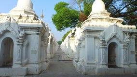 Santuari della pagoda di Kuthodaw, Mandalay archivi video