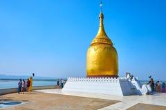 Santuario buddista popolare in vecchio Bagan, Mynmar immagini stock
