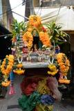 Santuario della via, poco altare buddista a Bangkok Fotografia Stock Libera da Diritti