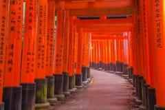 Santuario di Fushimi Inari a Kyoto, Giappone Immagine Stock