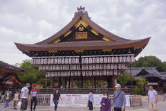Santuario giapponese del tempio con le lanterne Fotografia Stock Libera da Diritti