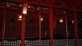 Santuario giapponese tradizionale con le lampade stock footage