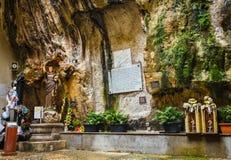Santuario Santa Rosalia: Fasad av en kyrka i den Palermo staden, Italien Arkivbild