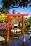 Santuario shintoista in un parco pubblico fotografia stock