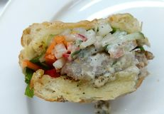 Sanwich för bageritonfiskkräm med grönsaker Royaltyfri Bild