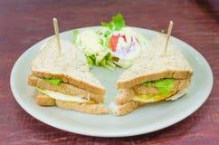 Sanwich met chiken, kaas en groenten Stock Afbeeldingen