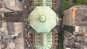 SAO PAULO, BRÉSIL - 3 MAI 2018 : Vue aérienne de cathédrale de Se au centre de la ville clips vidéos
