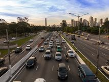Sao Paulo Brasilien huvudväg royaltyfri fotografi