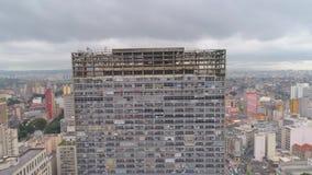 SAO PAULO BRASILIEN - MAJ 3, 2018: Flyg- sikt av fyrkanten för post för stadsmitt lager videofilmer