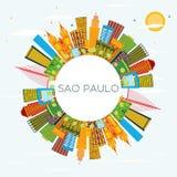 Sao Paulo Brazil City Skyline con le costruzioni di colore, cielo blu e illustrazione di stock