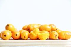 Sao Paulo Brazil för mat Seriguela frukt isolerad för vit bakgrund tropisk arkivbild