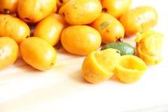 Sao Paulo Brazil för mat Seriguela frukt isolerad för vit bakgrund tropisk royaltyfria foton