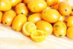 Sao Paulo Brazil för mat för vit bakgrund för Seriguela ask frukt isolerad tropisk royaltyfria foton