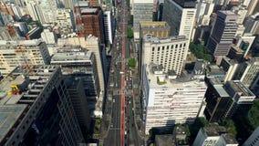 Sao Paulo, Brazilië, Augustus, 2017 Luchtmening over Paulista-Weg, in de stad van Sao Paulo stock videobeelden
