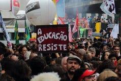 Sao Paulo/Sao Paulo/Brazili? - kan 15 2019 populaire politieke manifestatie tegen gebrek aan begroting bij onderwijs het be?nvloe royalty-vrije stock foto's