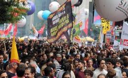 Sao Paulo/Sao Paulo/Brazili? - kan 15 2019 populaire politieke manifestatie tegen gebrek aan begroting bij onderwijs het be?nvloe royalty-vrije stock afbeeldingen