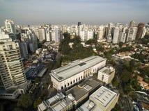 Sao Paulo, el Brasil, agosto de 2017 Opinión aérea sobre el hospital das cli imagenes de archivo