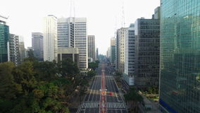 Sao Paulo, el Brasil, agosto de 2017 Opinión aérea sobre la avenida de Paulista, en la ciudad de Sao Paulo almacen de video
