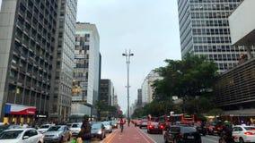 Sao Paulo, el Brasil, agosto de 2017 Opinión aérea sobre la avenida de Paulista, en la ciudad de Sao Paulo metrajes