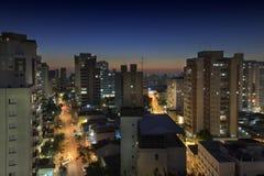 Sao Paulo Skyline Cityscape From Above en la noche Imagenes de archivo