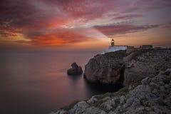 Sao Vicente de phare pendant le coucher du soleil, Sagres Portugal Image stock