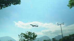 saolt reist vom Flughafen ab Die große Fläche startet in den Strahlen der Sonne Die Fläche, zum sich gegen zu entfernen stock footage