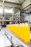 Sap en soda bottelende fabriek royalty-vrije stock foto's