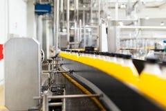 Sap en soda bottelende fabriek stock foto