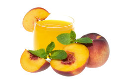 Sap met perziken en munt Stock Afbeeldingen