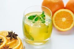 Sap van verse sinaasappelen en kruiden Stock Afbeelding