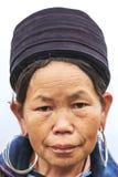 Sapa山的一名原史妇女的画象,在北越,穿戴了与传统服装 免版税库存图片