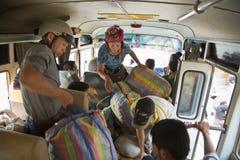 SAPA,越南- 2014年4月:睡觉公共汽车内部 免版税库存图片