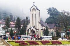 SAPA, ВЬЕТНАМ - 1-ОЕ ЯНВАРЯ 2018: Каменная церковь в центре города в Sapa, Вьетнаме Sapa красивый, гористый городок в северном Вь стоковое изображение