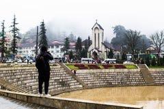 SAPA, ВЬЕТНАМ - 1-ОЕ ЯНВАРЯ 2018: Каменная церковь в центре города в Sapa, Вьетнаме Sapa красивый, гористый городок в северном Вь стоковая фотография