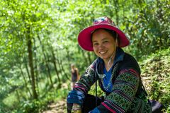 Sapa, Vietnam - 24. April 2018: Sapa-Trekkings-Führer lächelt an der Kamera in Sapa Stockfotos