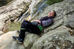 Sapa, Vietnam - 24. April 2018: Sapa-Trekkings-Führer lächelt an der Kamera in Sapa Stockfoto