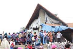 SAPA VIETNAM - FEBRUARI 08, 2015: Hmong kvinnor Royaltyfria Bilder